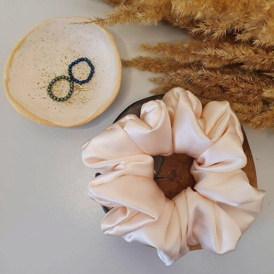 duża scrunchie jasny różowy_dostępna w degustacja.sklep