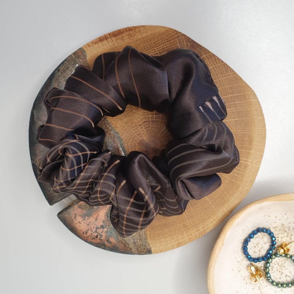 scrunchie jedwabna gorzka czekolada600x600_dostępna w degustacja.sklep